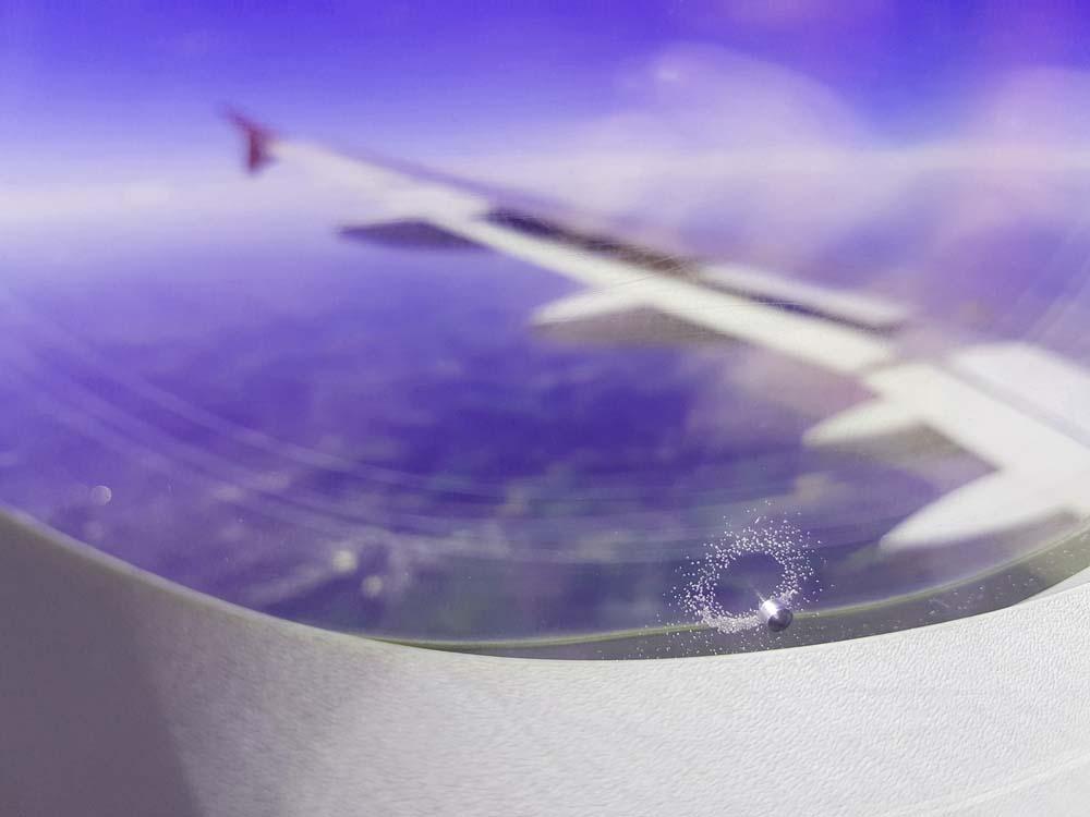 Deshalb haben Flugzeugfenster dieses kleine Loch - ichreise