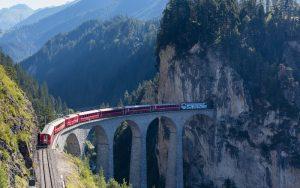 Zug: Spektakuläre Strecken